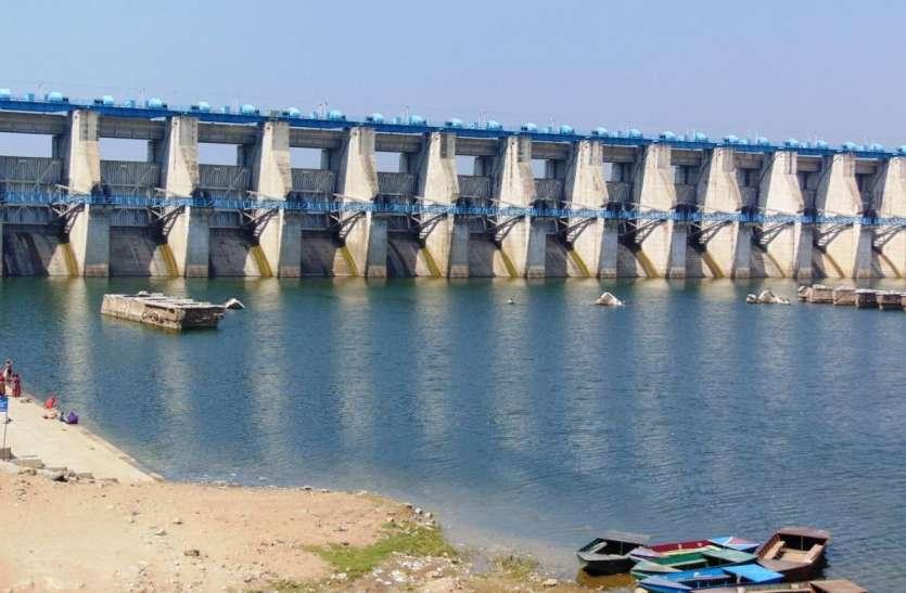 300 गावों तय समय में पानी पहुँचाना मुश्किल