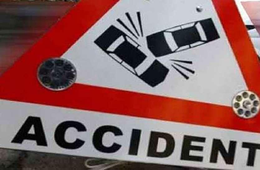 यूपी के आजमगढ़ में सड़क हादसा: दो युवकों की मौत, तीन जख्मी