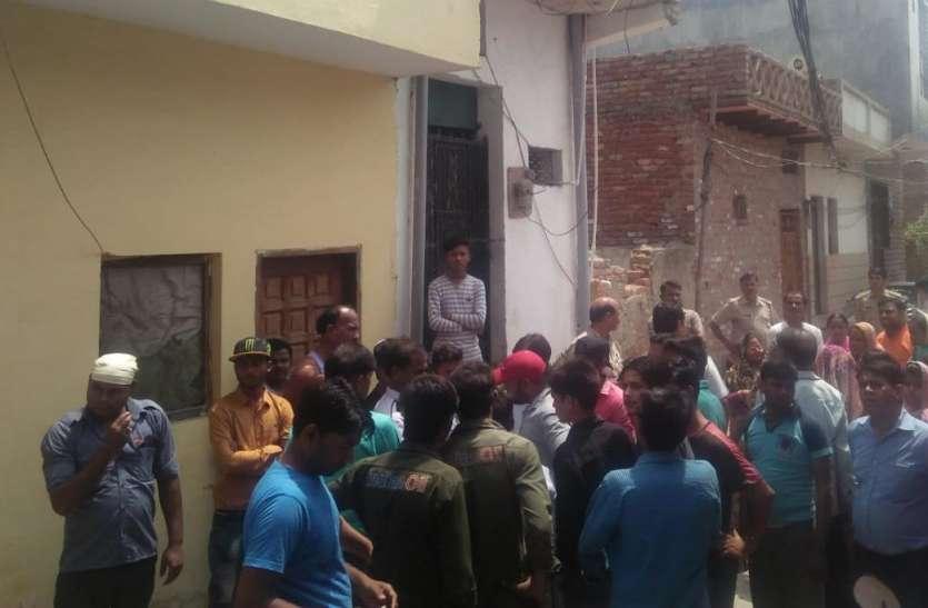 गाजियाबाद में अचानक लोग हुए गुस्सा आैर मौलवी को मारने घर पहुंच गर्इ भीड़