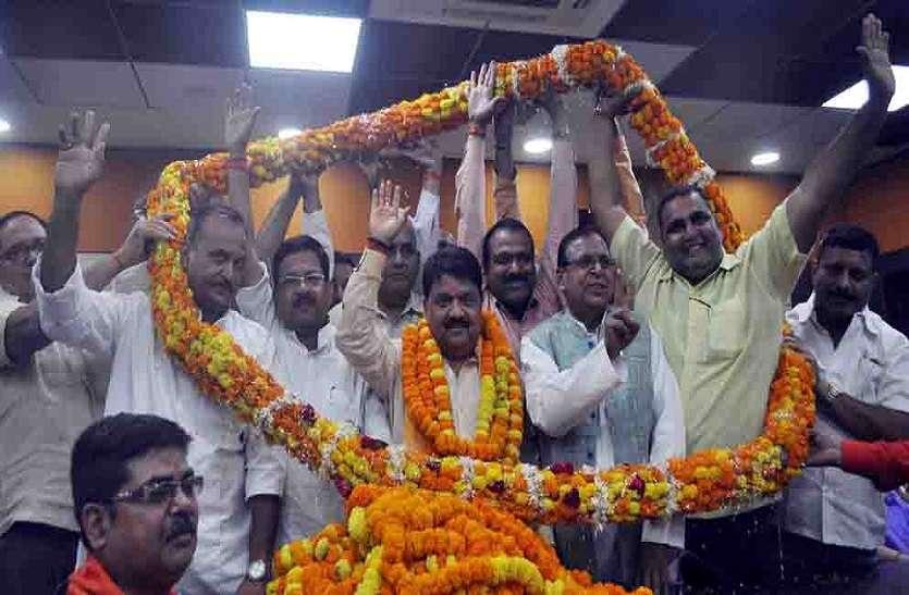 आजमगढ़ में मेरा घर है और मुझे इसका पूरा एहसास है कि मेरे कंधों पर कितनी बड़ी जिम्मेदारी है : विजय बहादुर