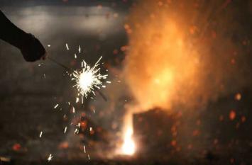 प्रदूषण की चिंता छोड़ो, जमकर ये 'पटाखे' फोड़ो