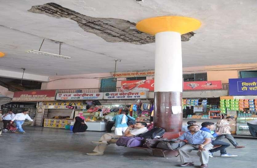 इंदौर में गिरी होटल से नहीं लिया सबक...यात्रियों के सिर मंडरा रहा खतरा