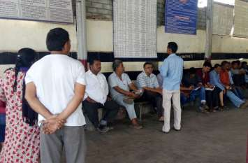 Patrika Alert : वलसाड रेलवे रिजर्वेशन काउंटर बना दलालों का अड्डा