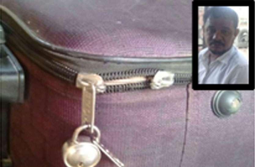 यात्री के बैग से दो लाख नकद व आभूषण चोरी