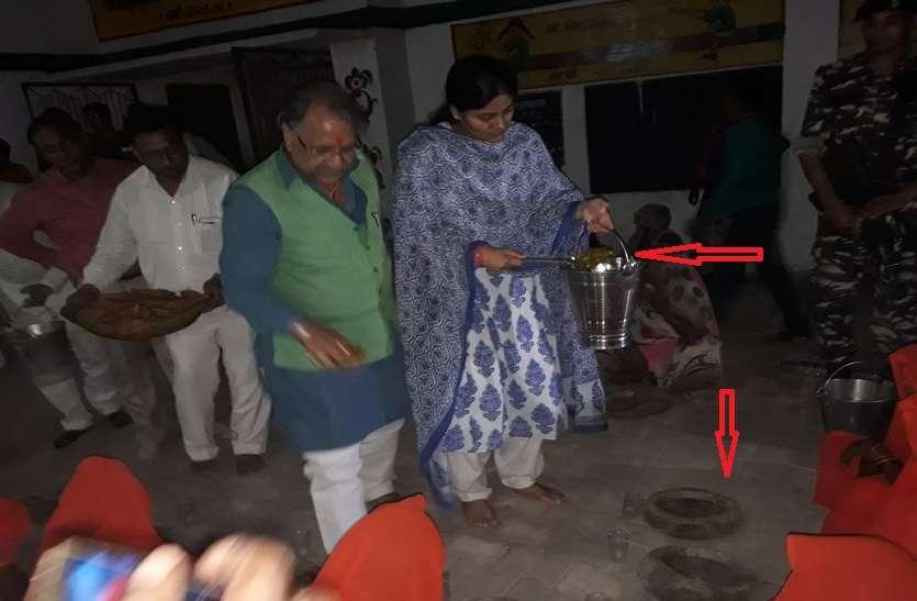 मोदी की इस चर्चित मंत्री ने दलितों को अपने हाथ से परोसी थाली, खिलाया भोजन औऱ लगा लिया गले