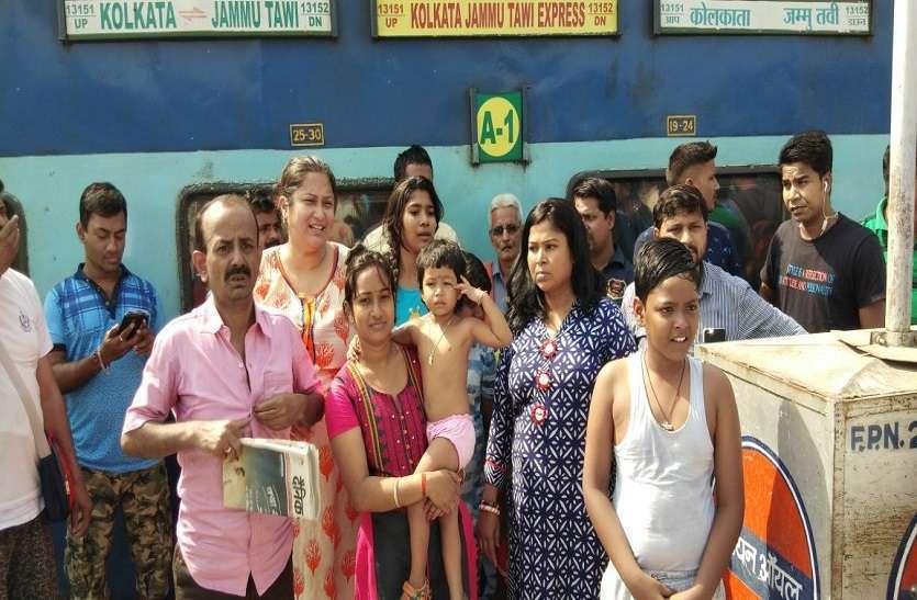 रेलवे ने किराया लिया AC का और सफऱ कराया बिना एसी का: यात्रियों का हंगामा, कहां कब कैसे; पढ़ें खबर के अंदर