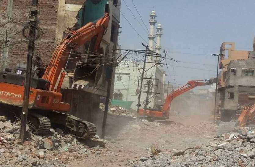 मच्छी बाजार के 26 मकान टूटना शुरू, अफसरों सहित रिमूवल और पुलिस का भारी अमला तैनात