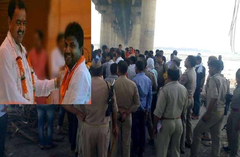 जिस बीजेपी नेता की इलाहाबाद में गोली मारकर की गई हत्या, उसके अंतिम संस्कार में उमड़ा शहर, देखें तस्वीरें