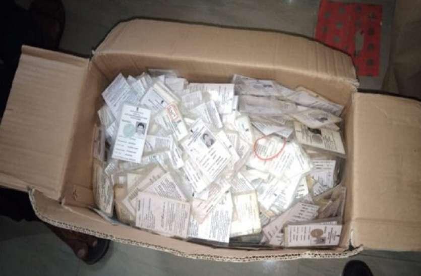कर्नाटक विधानसभा चुनावः बेंगलुरु में हजारों फर्जी वोटर आईडी जब्त, चुनाव रद्द करने की उठी मांग