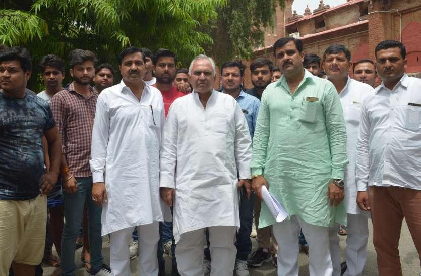 भाजपा विधायक पर वोटों की खरीद-फरोख्त के आरोप, ग्रामीण अब करेंगे इस पर महापंचायत