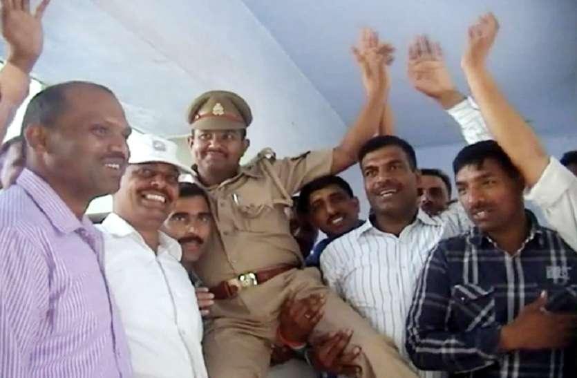 wife of Dacoit chhaviram made sub inspector to son