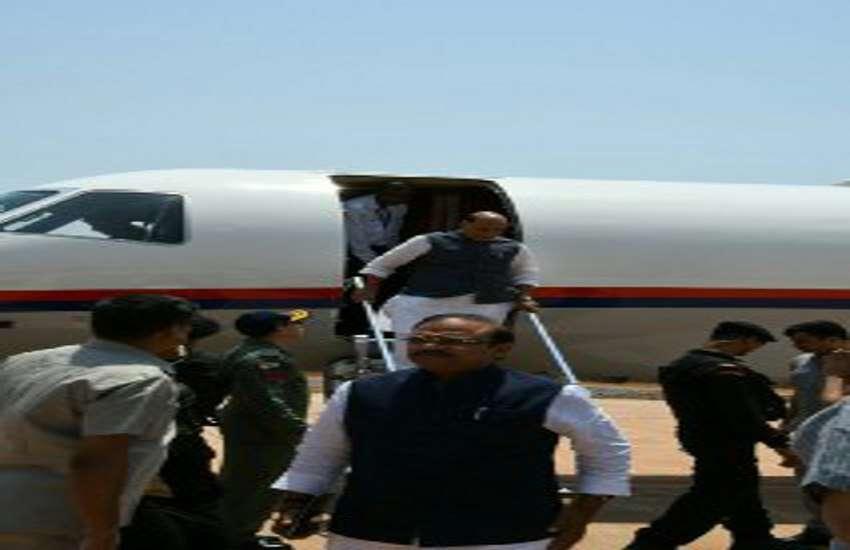 गृहमंत्री राजनाथ सिहं पहुंचे जगदलपुर एयरपोर्ट,