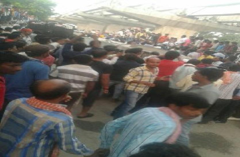 Big Breaking: वाराणसी में कैंट रेलवे स्टेशन के पास बन रहा फलाईओवर ध्वस्त, 14 से अधिक की मौत की आशंका, मची अफरा तफरी