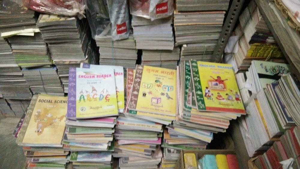 चुनावी वर्ष मे सबको सौगात, लेकिन स्कूली बच्चों को बढ़ी हुई पुस्तकों की कीमतों की मार
