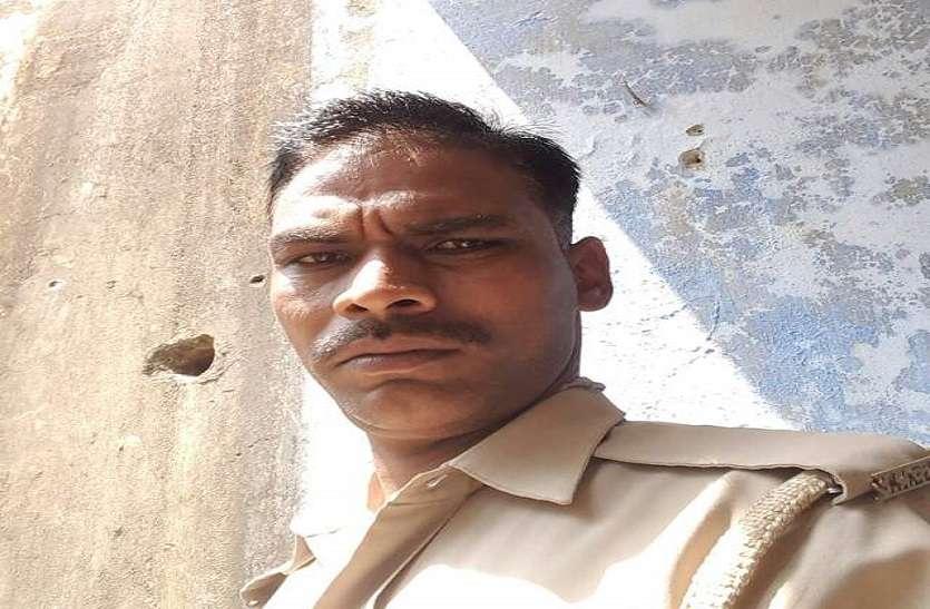 रात को पत्नी से हुआ झगड़ा, सुबह फांसी के फंदे से लटकती मिली पुलिस सिपाही की लाश