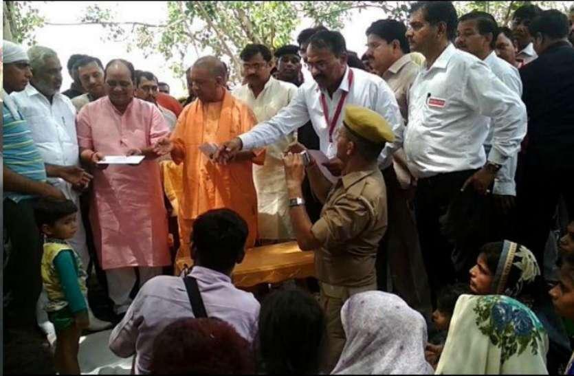 कासगंज हादसा : मुख्यमंत्री योगी आदित्यनाथ की सुरक्षा में चूक, पायलट ने खेत में हेलीकाप्टर उतार बचाई जान