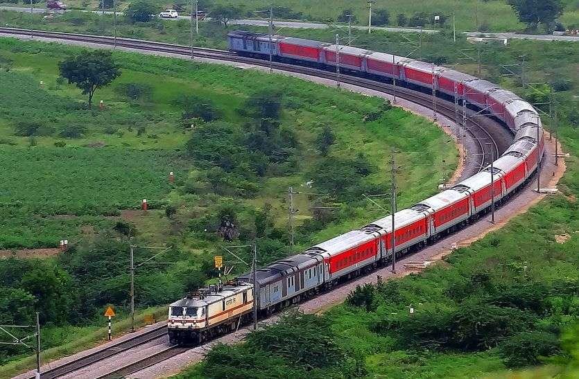 SEMI HIGH SPEED TRAIN मुंबई दिल्ली के बीच 160 प्रति घंटा की स्पीड से राजधानी ट्रेन दौड़ाने दो इंजन से हुआ ट्रायल