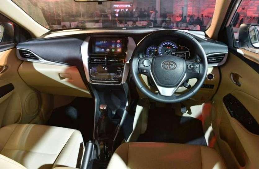 AUDI और BMW को फेल करने आ गई टोयोटा की सस्ती धांसू कार, इस दिन होगी लॉन्च