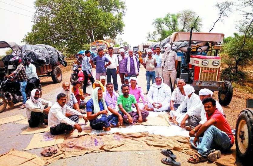 MP के इस जिले में किसानों ने किया चक्काजाम, 6 घंटे बंद रहा सतना-सेमरिया मार्ग