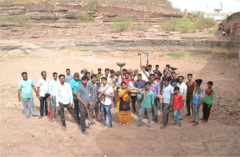 पांच घंटे श्रमदान से चमका मुलकपुर तालाब