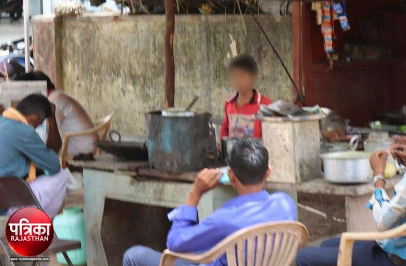 बांसवाड़ा : परिवार भूखा ना सोए इसलिए बड़ों की तरह काम करते हैं यह बच्चे, कलम छूटी, हाथ में आए जूठे बर्तन, शराब की बोतल