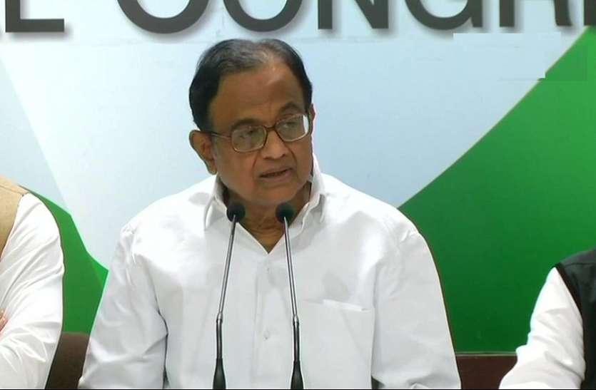 कर्नाटक में बीजेपी को न्योता मिलने पर बोली कांग्रेस, मोदी के दवाब में हैं राज्यपाल