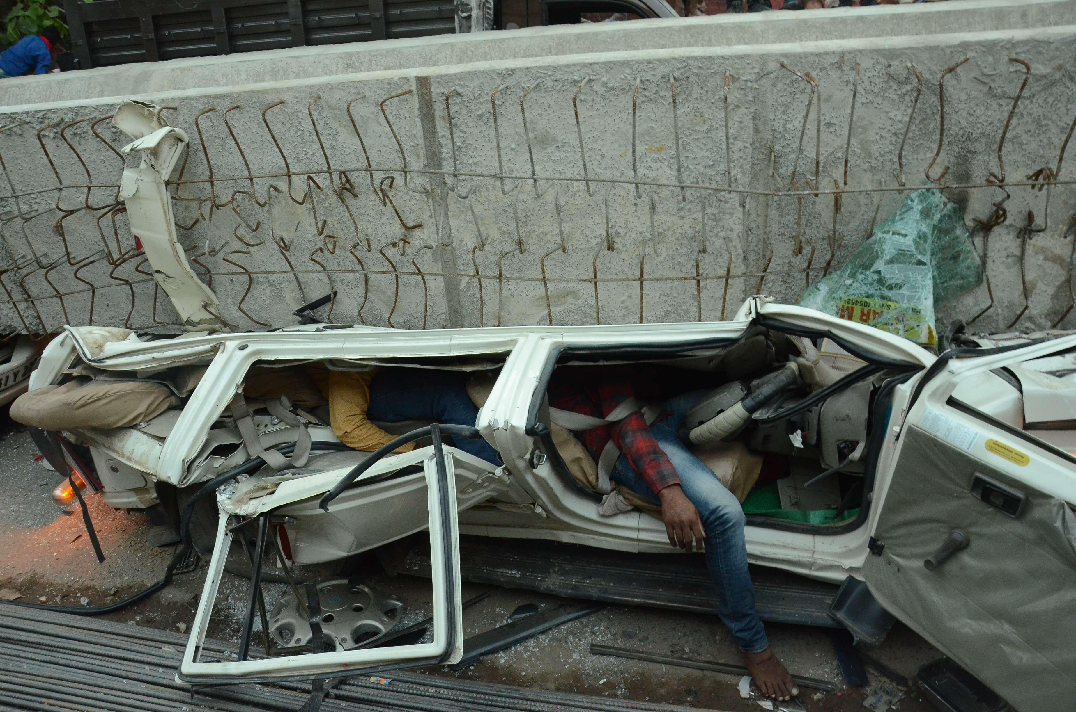 बनारस में 15 मई को जो हुआ वह कोई दैवीय आपदा अथवा अचानक घटित कोई हादसा नहीं था। यह रक्तरंजित उदाहरण था तीन सरकारों के कामकाज का...