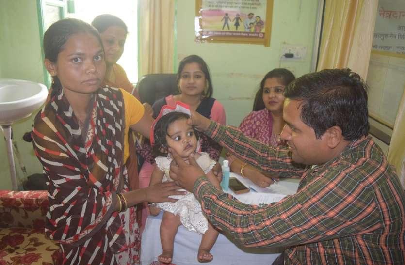 एपी गजब है.. जिला अस्पताल में पीआरओ करते रहे बच्चों की डॉक्टरी जांच
