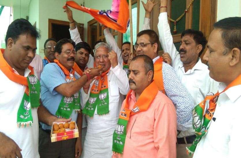 कर्नाटक में सरकार गठन को लेकर सस्पेंस बरकार, सासंद का दावा- यह पार्टी बनाएगी सरकार