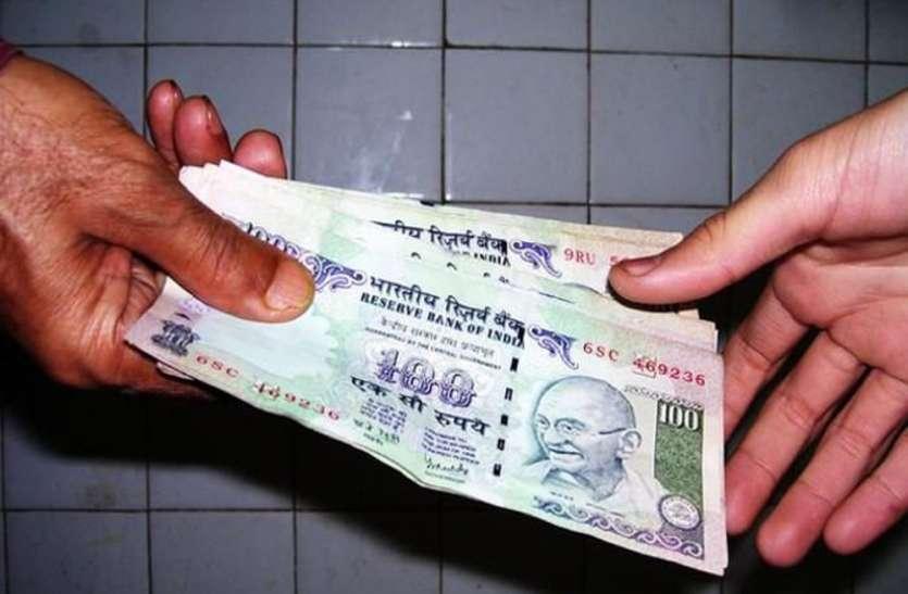 अधिकारी कर रहे वसूली, यहां बिना पैसे दिये नहीं होता काम, महिला से मांगे पांच हजार रुपये