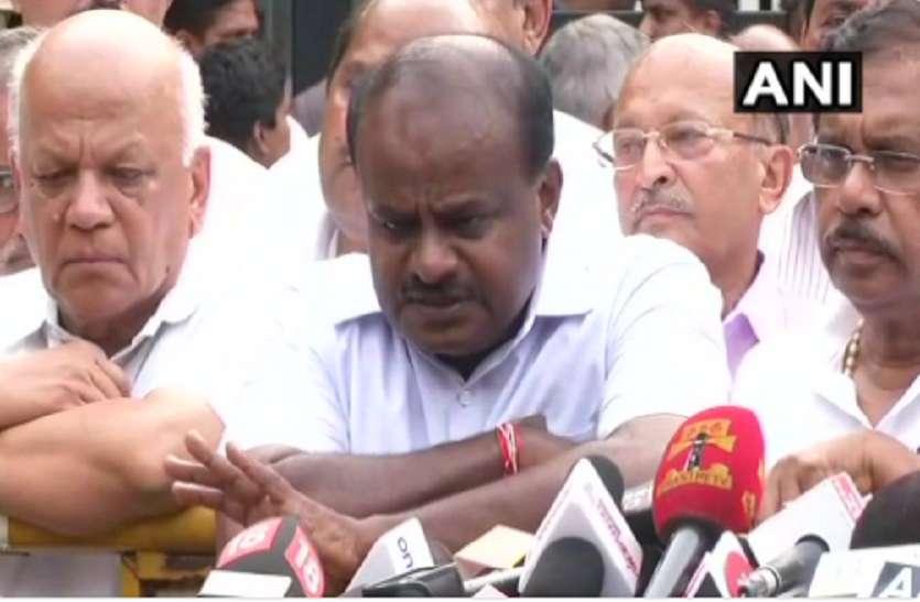 कर्नाटक चुनाव: कुमारस्वामी ने राज्यपाल से मिलकर सरकार बनाने का दावा पेश किया