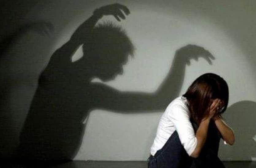 पिता की एेसी हरकतों पर बेटी को लेकर मां रात में ही पहुंच गर्इ थाने, पुलिस ने वापस भेज दिया घर...
