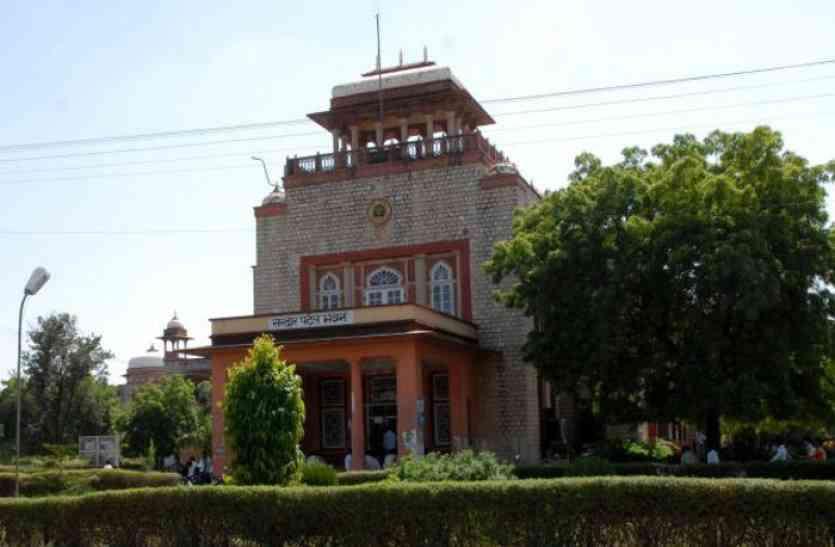 बिना विद्यार्थी और पूर्णकालिक शिक्षक के राजस्थान विश्वविद्यालय ने जारी किया कोर्स
