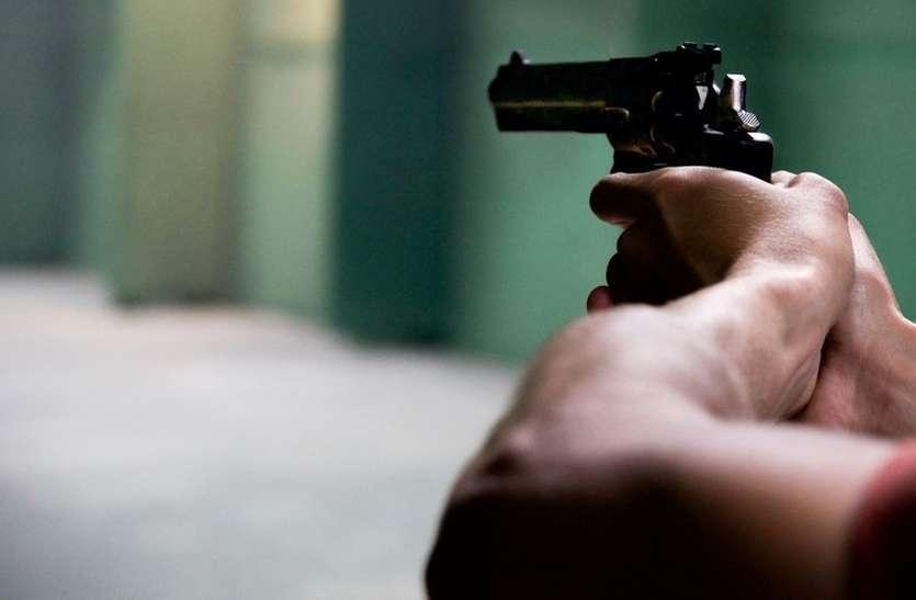 फायरिंग कर टोल बूथ लुटने वाले आरोपित को पकड़ा, दो जिलों की पुलिस में श्रेय लेने की मची होड़ !