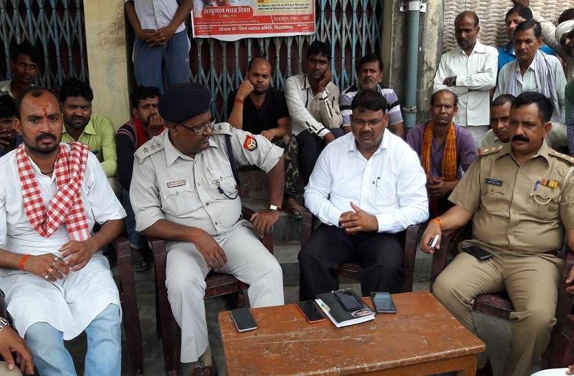 हत्यारों की गिरफ्तारी के विरोध में व्यापारियों ने बंद की दुकानें, छावनी में तब्दील रहा बाजार