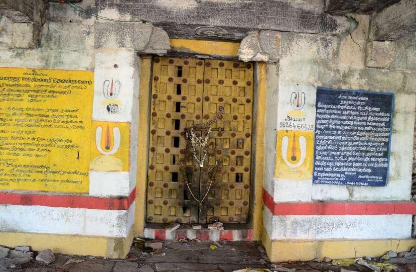 खण्डहर बन गया 550 साल पुराना मंदिर!
