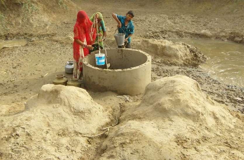 जिले का दूरस्थ गांव : ग्रामीणों को दस किमी दूर से करना पड़ता है पानी का जुगाड़