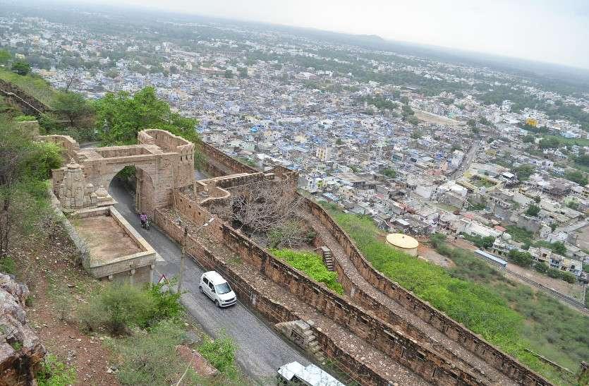 कभी परकोटे में सिमटा था चित्तौड़ शहर, रात दस बजे उदयपुर से आने वाली ट्रेन के बाद बंद हो जाते थे दुर्ग के द्वार