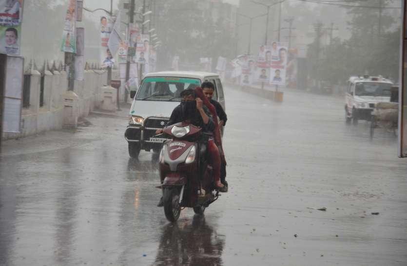 राहुल गांधी की सभा के बाद बिगड़ा रायपुर का मौसम, जमकर हुई बारिश, गिरे ओले