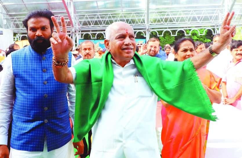 कर्नाटक: येड्डियूरप्पा के मुख्यमंत्री पद पर क्यों लटकी वैधता की तलवार