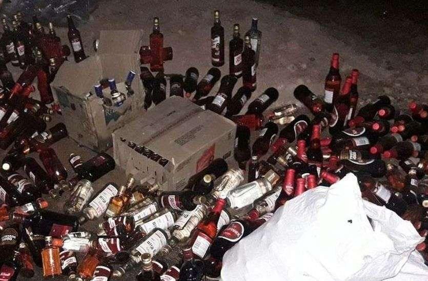 जोधपुर : सड़क पर बिखरी शराब की बोतलें देख हुआ चालक का ध्यान भंग, ट्रॉली सहित पलटा ट्रैक्टर