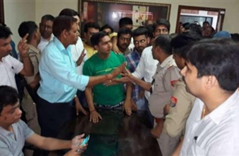 आरएसएस पदाधिकारी के पुत्र की कश्मीर के शिक्षक ने की पिटाई, हिन्दू संगठनों में उबाल