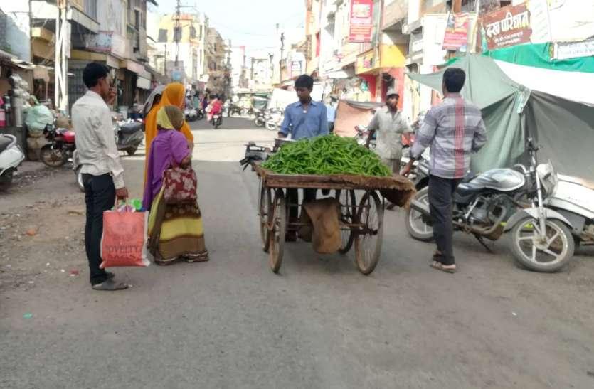 गली-सडक़ों पर चल रही अस्थाई सब्जी मंडियां