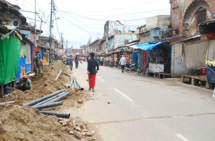 अंडरग्राउंड विद्युतीकरण योजना ने रोकी अयोध्या के विकास की गति फिर से खोदनी पड़ेगी सड़क