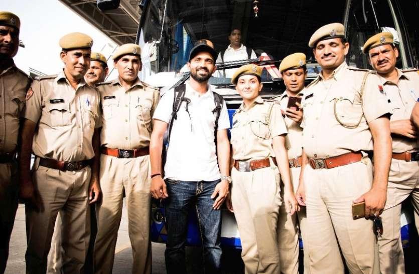 देखें तस्वीरें: राजस्थान रॉयल्स ने पुलिस जवानों को कहा शुक्रिया, इस अंदाज़ में दिखे 'खाकी' के साथ