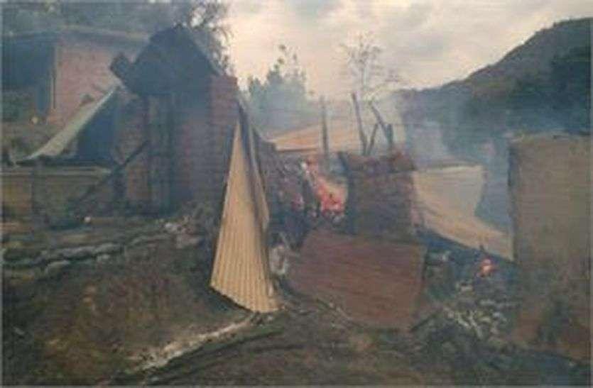 दर्दनाक हादसा: तारों से उठी चिंगारी से छप्पर में लगी आग, तीन भैंस जिंदा जली