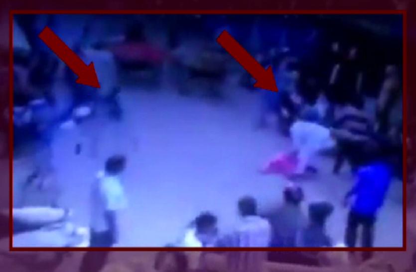 वीडियो: 3 भाइयों के झगड़े में जा कूदी बीवी, फिर भतीजों ने बीच सड़क पर किया ऐसा हाल