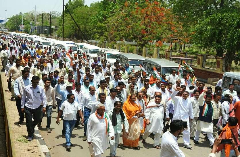 राहुल गांधी के संवाद के लिए रविशकंर स्टेडियम में जिलेभर के कार्यकर्ता पहुंच रहे