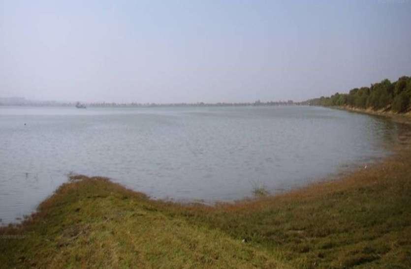 बिलावली तालाब खाली करने में नगर निगम ने लगाई रोक