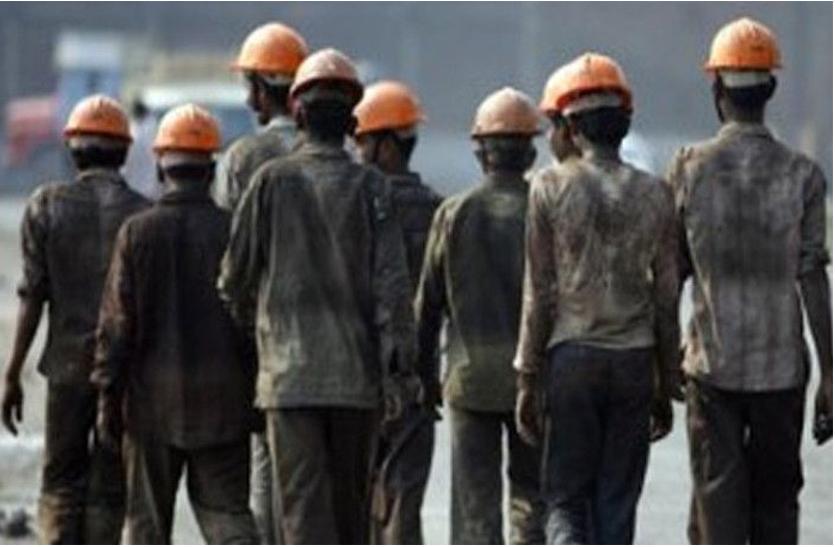 Madhya Pradesh Asangathit Mazdoor Kalyan Yojana Latest News - करोड़ों मजदूरों की जेब में मिलेगा ड्राइविंग लाइसेंस जैसा फोटो युक्त कार्ड | Patrika News